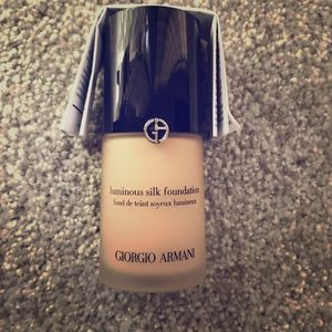 Giorgio Armani Luminous Silk Liquid Foundation